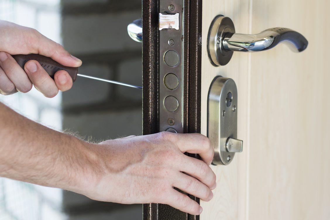 interior door maintenance image